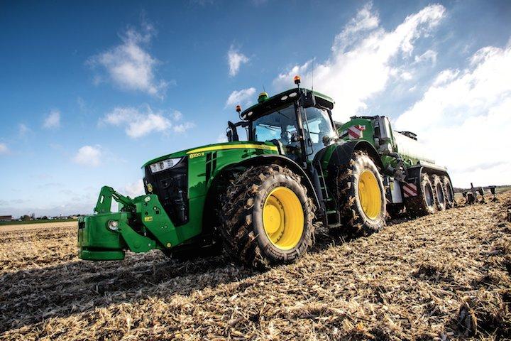 6215R Traktor - Quelle: http://www.deere.de